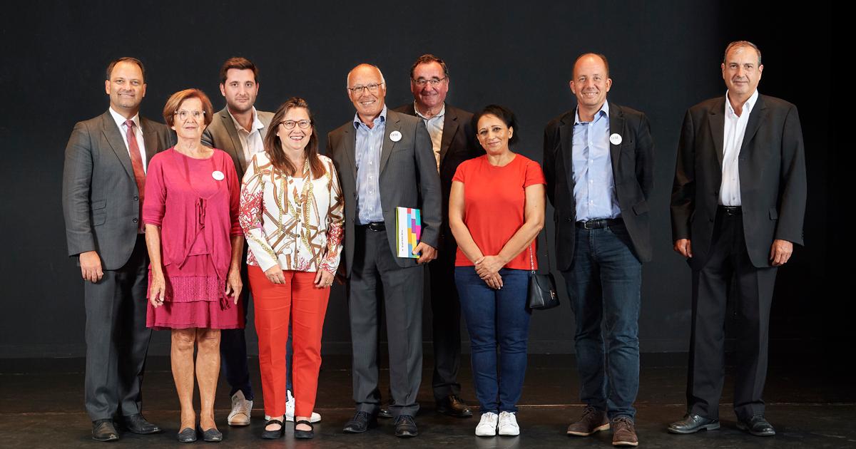 Photo de groupe des membres du Conseil économique, social, et environnemental de Suresnes.