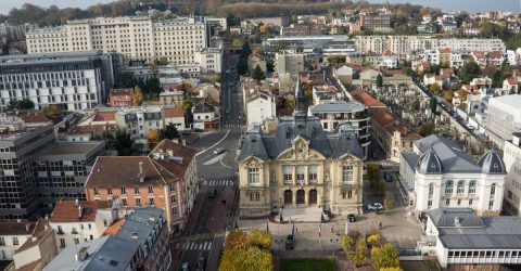 Vue aérienne de l'hôtel de ville.