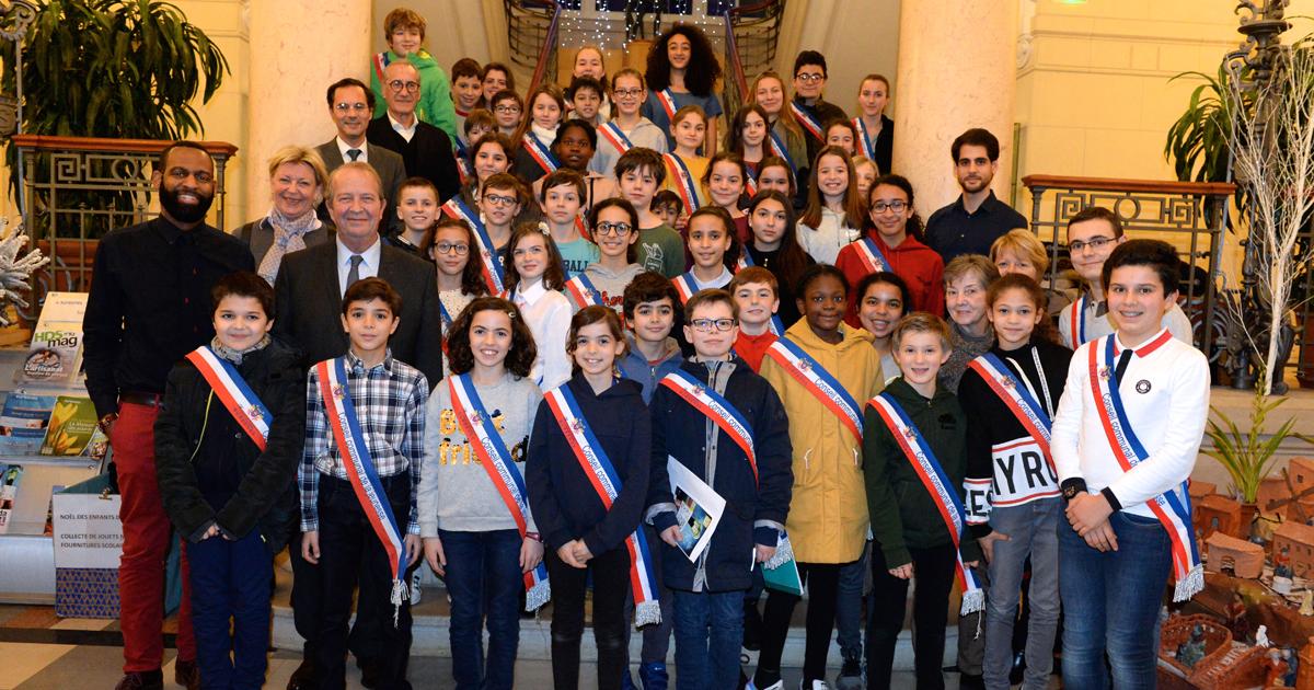 Photo de groupe des membres du Conseil communal de la jeunesse.