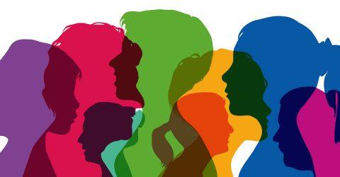 Silhouettes de personnes en couleur et en transparence.