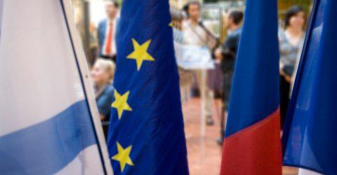 Drapeaux de nos villes jumelles lors d'une cérémonie officielle.