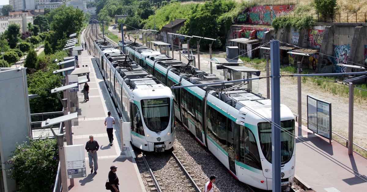 Vue du tramway à l'arrêt Belvédère.