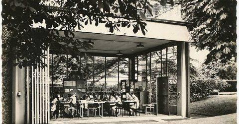 Ancienne photo en noir et blanc de l'école de plein air à Suresnes.