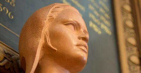 Buste de Marianne dans la salle du conseil.