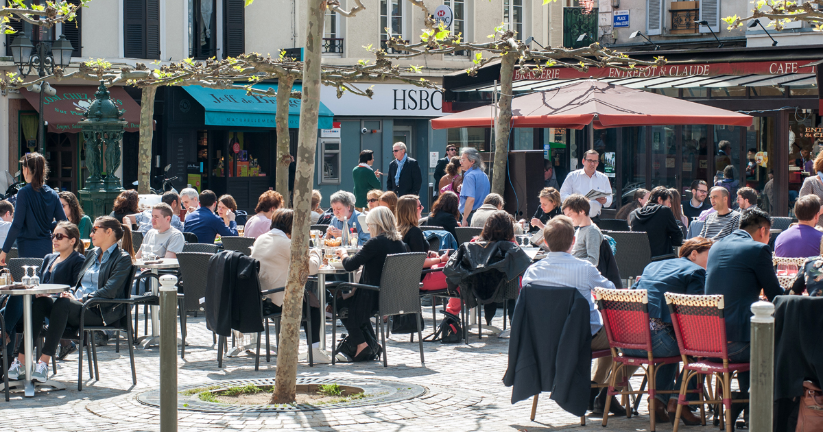 Terrasses de cafés du centre-ville.