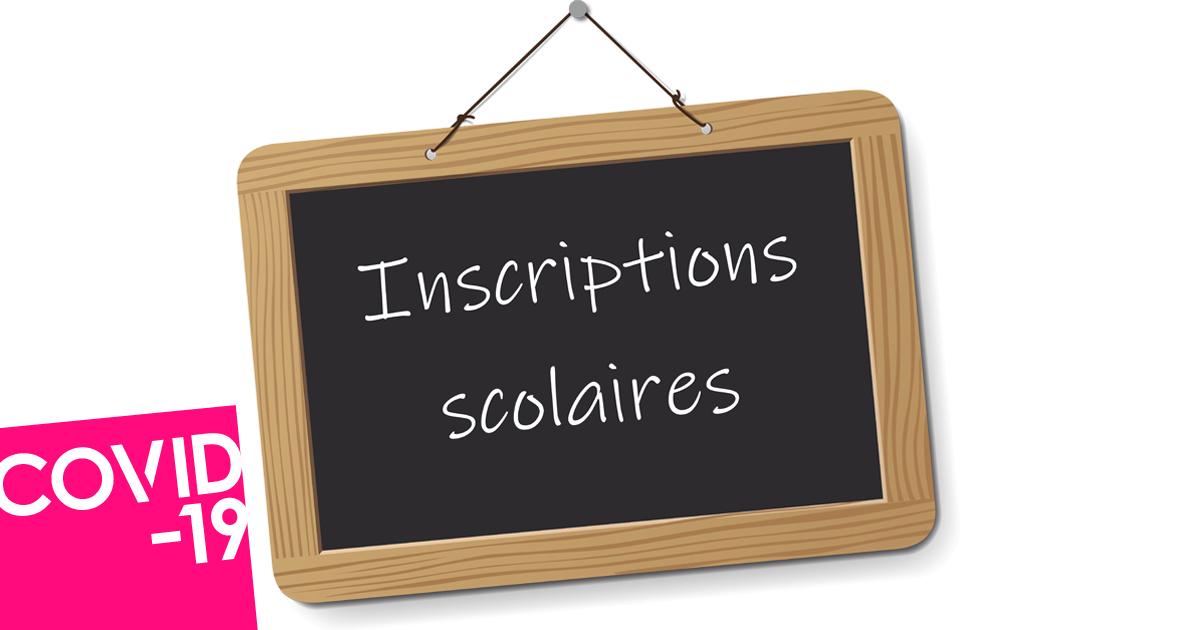 Ardoise portant la mention Inscriptions scolaires
